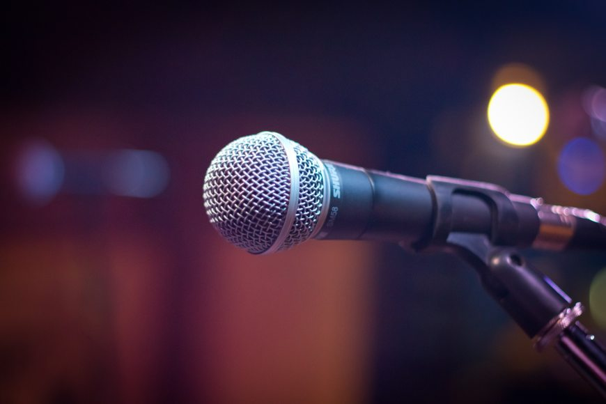 Microphone on with a blurred background.